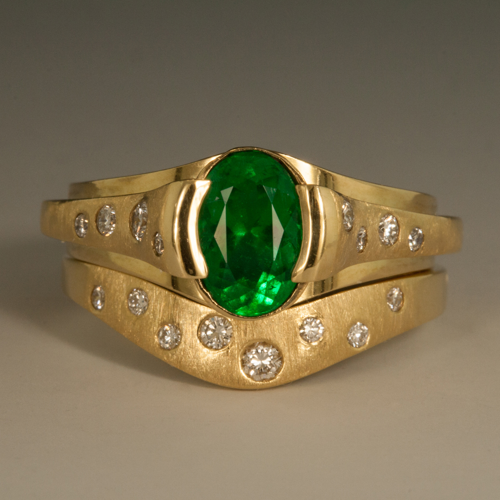 This is a graphic of 45K Yellow Gold Emerald & Diamond Wedding Set