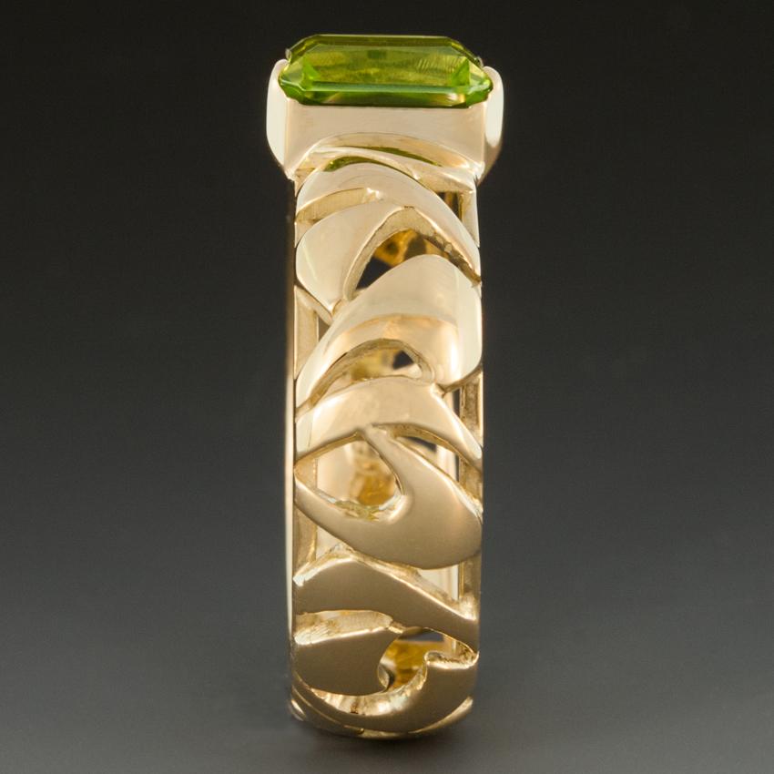 Peridot Ring W 18k Yellow Gold Pierced Band